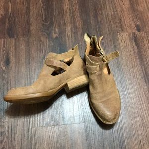 Leather brown Born booties EUC